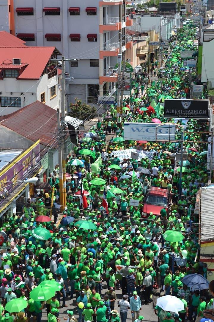 Ciudadanos marchan nuevamente contra la corrupción y la impunidad, esta vez tiñeron de verde las calles de San Francisco Macorís. Fuente externa