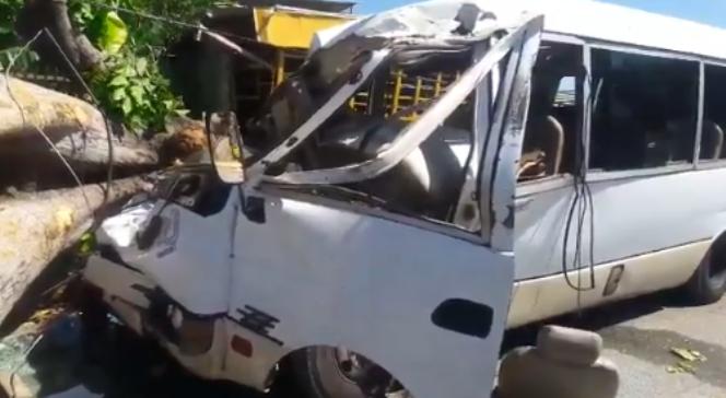 Accidente en carretera Sánchez deja al menos dos muertos y un herido
