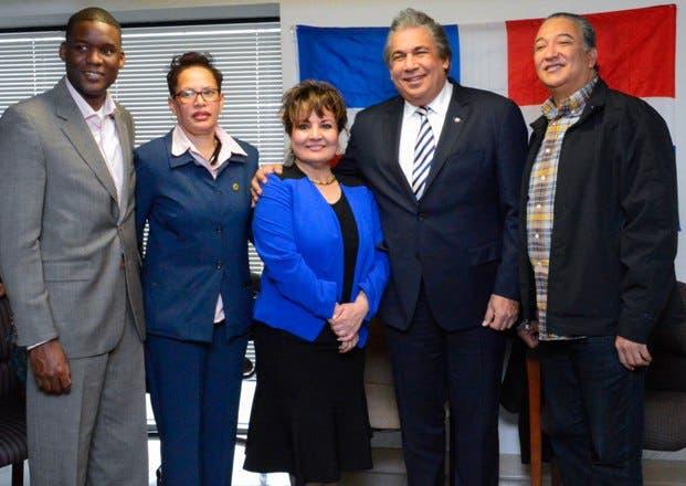 Cónsul Castillo se reúne con comunidad dominicana en Albany
