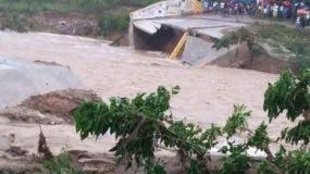 Se derrumba puente comunica Hato Damas con San Cristóbal.