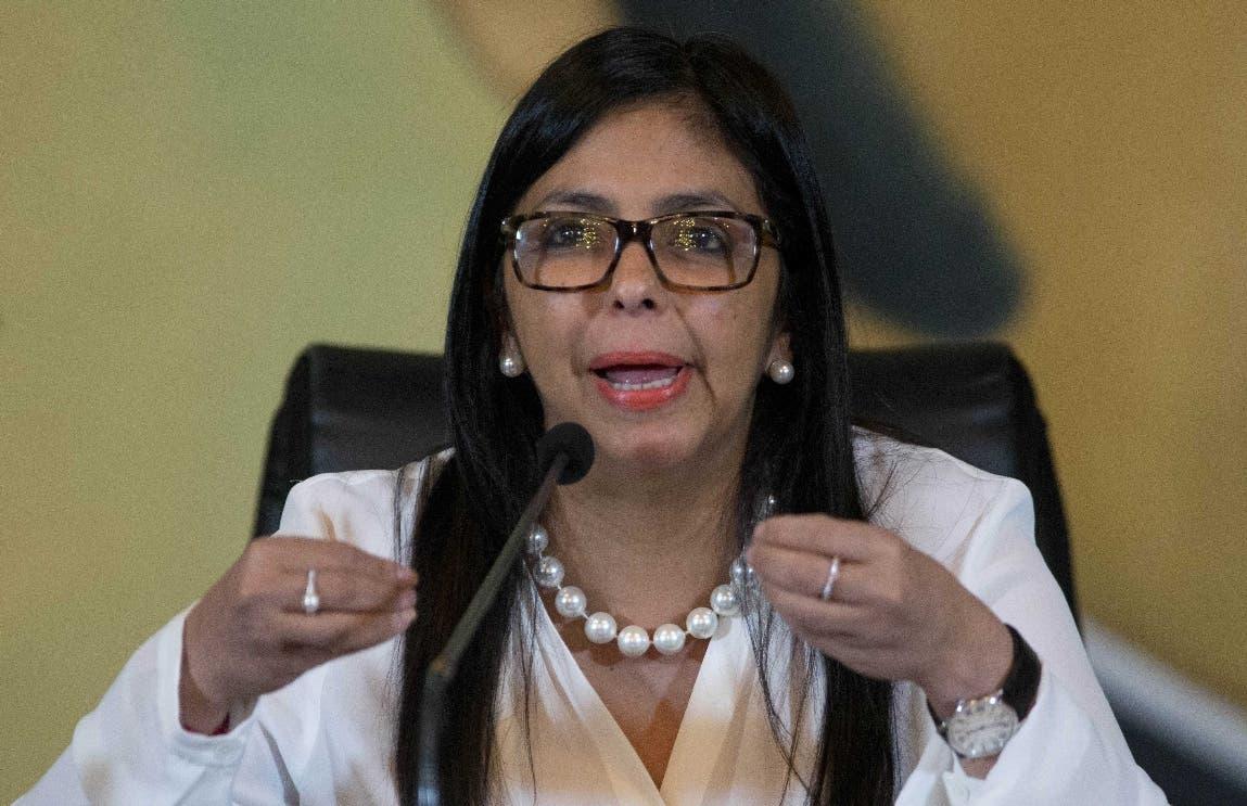 """El chavismo acusa a Trump de """"darle una patada"""" al diálogo con el bloqueo"""