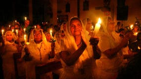 Es la celebración más importante del año en la mayoría de las confesiones cristianas, y en todas ellas tiene un ritual muy semejante que incluye los símbolos de la luz y el agua.