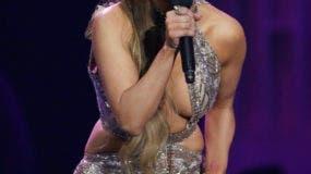 Jennifer López recibe el Premio a la Estrella de Telemundo en la ceremonia de los Premios Billboard de la Música Latina, el jueves 27 de abril del 2017 en Coral Gables, Florida. (AP Foto/Lynne Sladky)