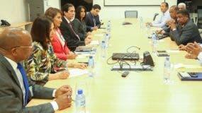 El ministro de la Presidencia, Gustavo Montalvo, escuchó quejas y explicó dudas a transportistas.