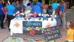 A través de la feria sociocultural se intenta detener los abusos.