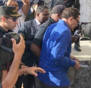 César Sánchez lucía apesadumbrado  al llegar.
