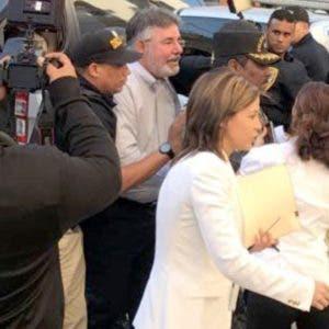 Díaz Rúa  mientras era conducido por la Policía.