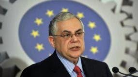 Según otras informaciones, Papademos, que fue primer ministro de 2011 a 2012, había sido atacado con una carta bomba.