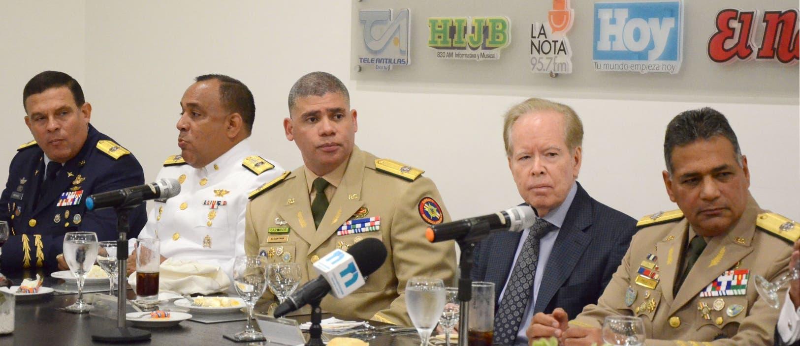 Luis Napoleón Payán, Miguel Enrique Peña Acosta, Alberto Alcántara, el empresario José L. Corripio Estrada (Pepín) y Rubén Paulino.