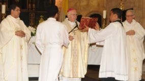 El obispo emérito de La Vega presidió la misa en conmemoración de cumplirse el primer mes del fallecimiento de Molina Morillo.