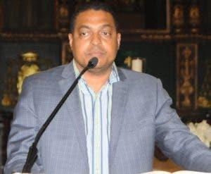 El subdirector de EL DÍA, José P. Monegro, habla en la misa.