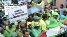 Recidentes de Capotillo recorrieron las calles vestidos de verde.