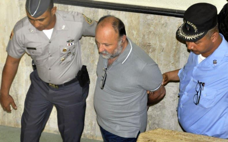 Naudin está detenido por la fuga de dos pilotos franceses.