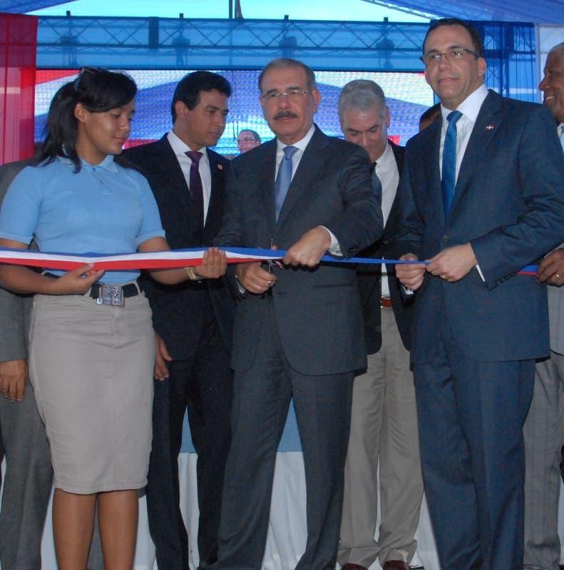 El presidente Danilo Medina entrega dos escuelas en Bahoruco