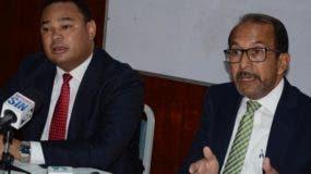 Los economistas Franklin Vásquez y Rafael Espinal.