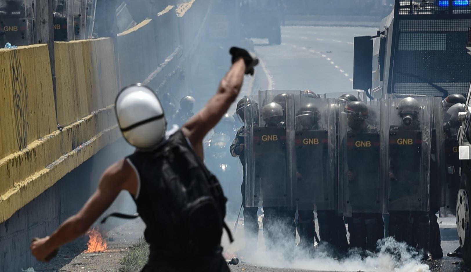 Maduro acusa a EU de financiar violencia