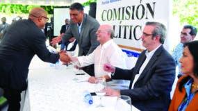 El diputado Alfredo Pacheco acudió ayer a la reunión de la Comisión Ejecutiva del PRM.
