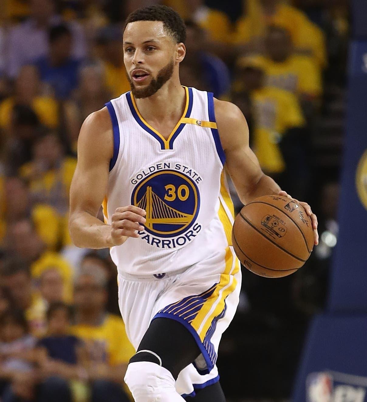 Stephen Curry y sus Guerreros dominaron fácil a Utah Jazz.