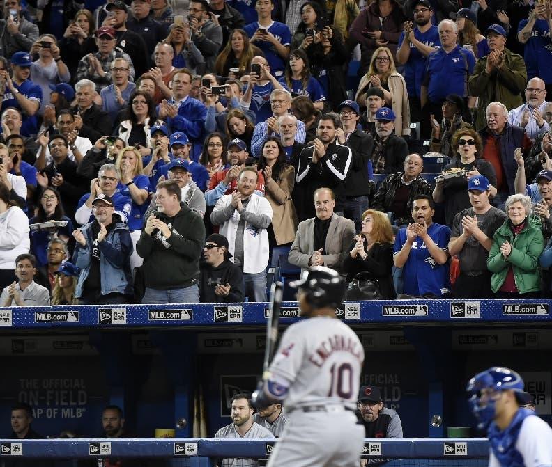 Pitcher mexicano Osuna firma quinto rescate en triunfo de Azulejos de Toronto