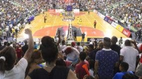 Un lleno total se registró el domingo durante el primer duelo de la final entre Mauricio y el Barias.