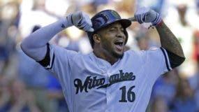 Domingo Santana reacciona luego de    dar jonrón con bases llenas.