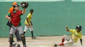 La acción corresponde al torneo de béisbol escolar del año pasado, el cual concluyó con éxito.