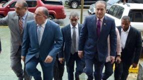 Pared Pérez y Monchy Fadul,   del Comité Político del PLD, visitaron a sus compañeros en prisión.