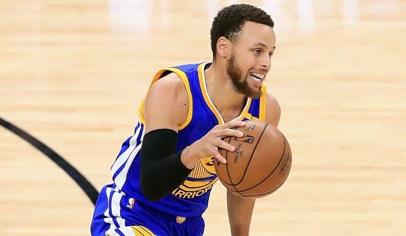 Stephen Curry es el motorizador en la ofensiva de los Warriors.