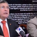 El embajador de Venezuela en el país, Alí de Jesús Uzcátegui Duque, al leer el comunicado.