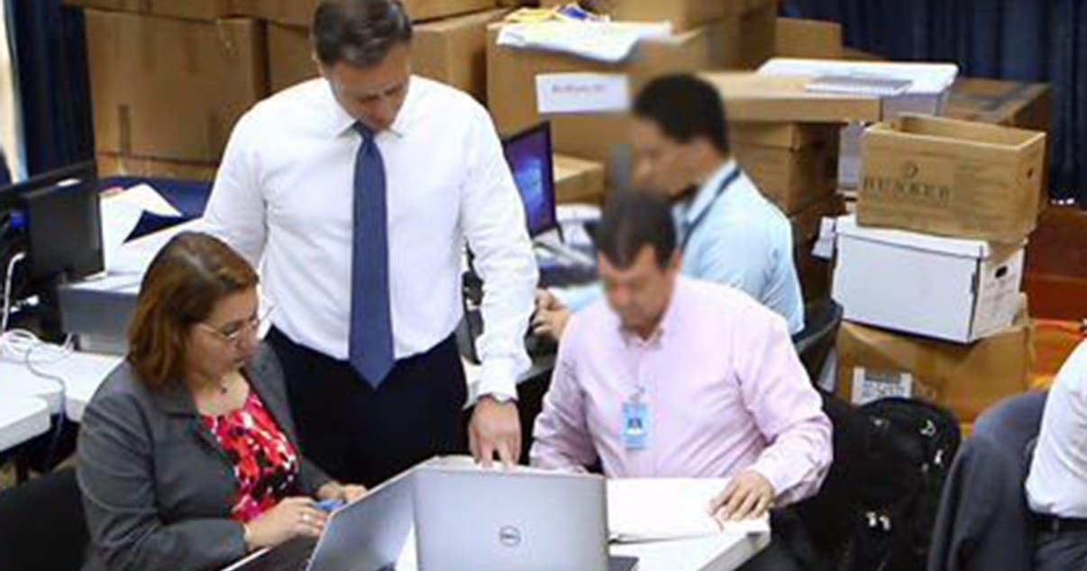 El procurador Jean Alain Rodríguez acompañado de técnicos del Ministerio Público en evaluación.