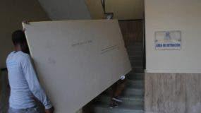 Obreros llevaron materiales para la reparación y reacondicionamiento de las instalaciones.