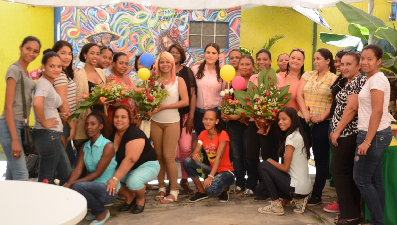 Michelle Ortiz exhorta a la mujer a convertirse en emprendedora