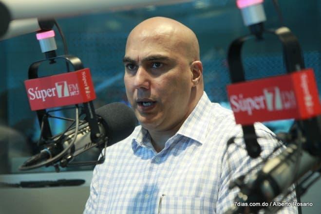 Homero González pide a padres «empoderarse» para evitar alzas en colegios