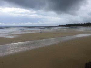 El retiro del mar en Las Terrenas ha causado sorpresa entre turistas y los residentes del lugar.