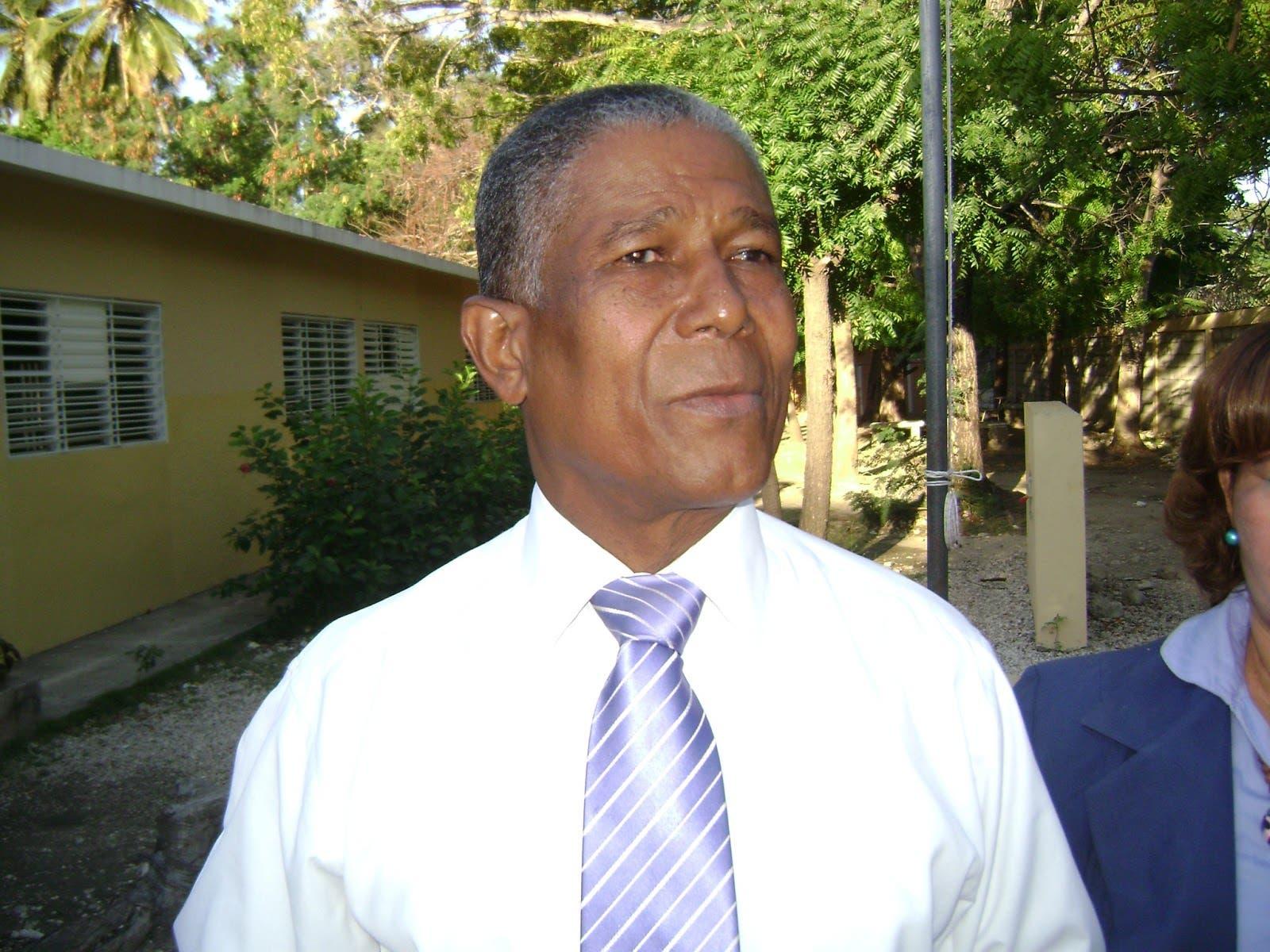 Senador niega persecución contra dirigentes de movimientos sociales en Bahoruco