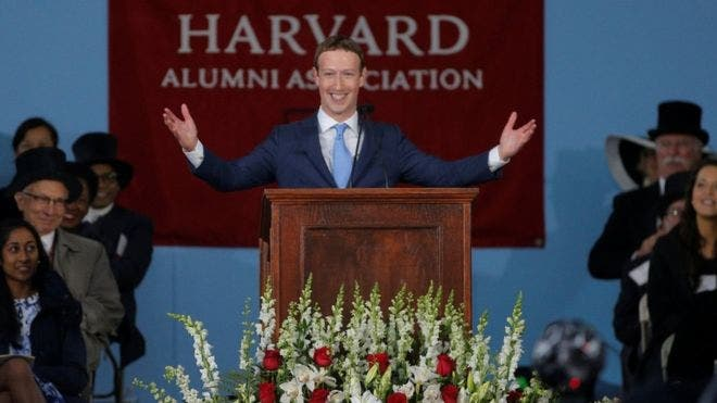 El emotivo discurso y el título honorario del fundador de Facebook Mark Zuckerberg en Harvard
