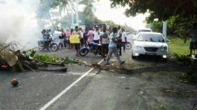 protestan-en-cabarete-exigiendo-cumplir-promesass-de-asfaltado-de-calles-i