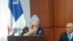 María  Cristina llora  al momento  de dar las gracias  por la distinción. Foto: Degnis De León.