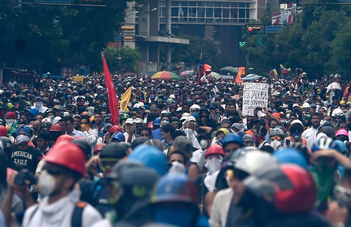 Oposición venezolana llama a tomar principales vías de cada ciudad el lunes