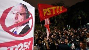 Brasileños protestan contra el presidente Michel Temer en Sao Paulo.  AFP