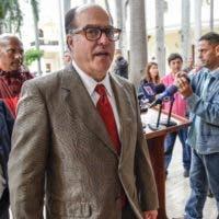 """""""Venimos determinados a luchar por los derechos básicos de los venezolanos, derecho a la salud, derecho a la alimentación, derecho al voto, derecho a la democracia"""", dijo Julio Borges en la cancillería dominicana."""