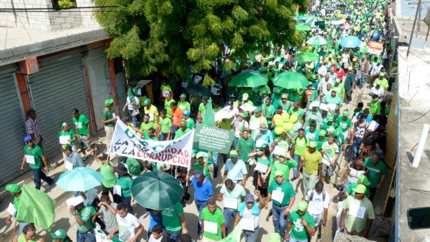 Miles de personas han recorrido diferentes calles del país  en apoyo al movimiento verde en contra de la corrupción y la impunidad. Foto: Elieser Tapia.