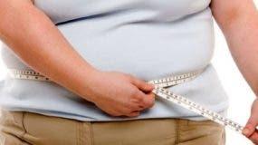 Según estos datos, 2.200 millones de personas en 2015 en el mundo estaban afectadas por exceso de peso, lo que supone un 30 % de la población.
