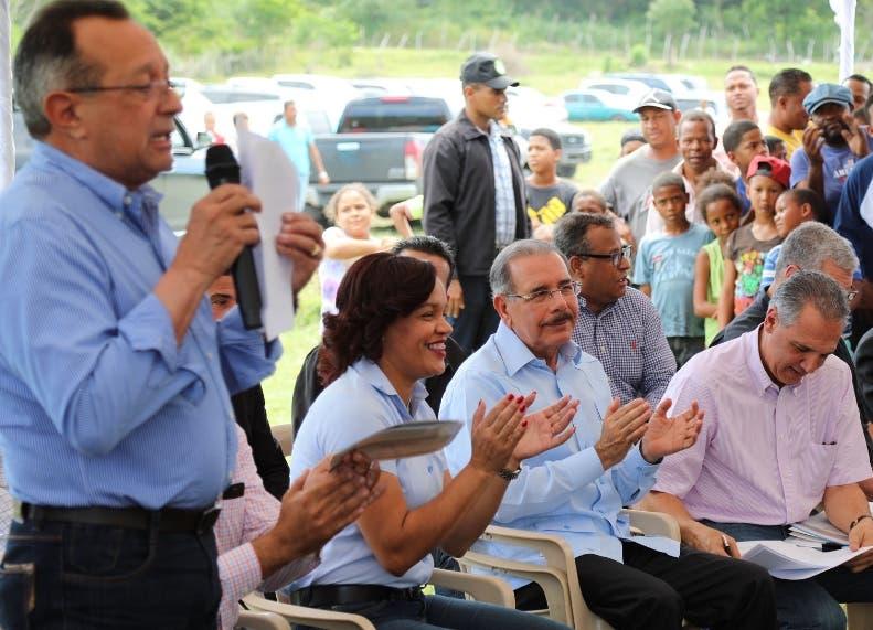 El ministro de Agricultura Ángel Estévez anuncia proyectos.