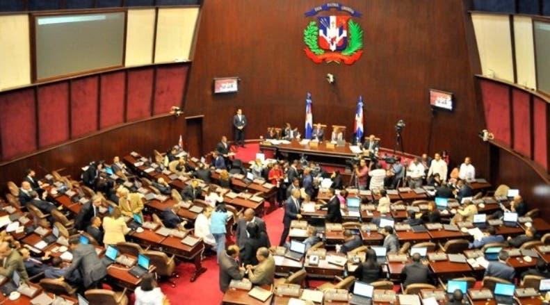 Comisión de diputados propondrá mantener la penalización del aborto en Código Penal