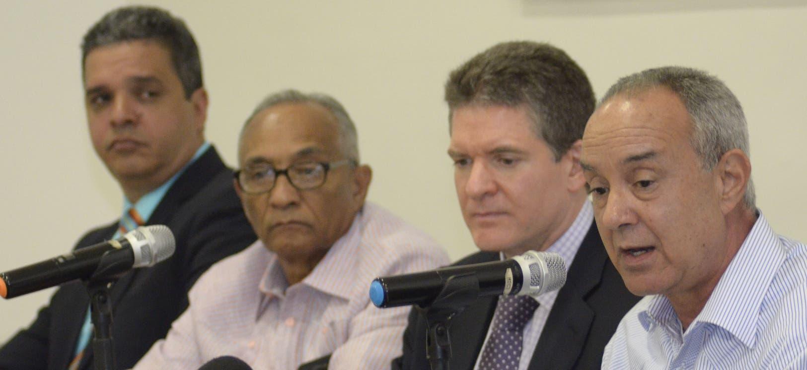 Pavel Concepción, José López, José Alfredo Corripio e Israel Brito durante el Almuerzo del Grupo de Comunicaciones Corripio.