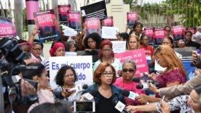 Las feministas  protestaron  frente del Congreso, para que se despenalice el aborto en el país.