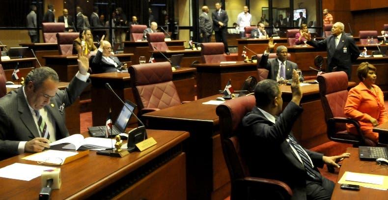 El Senado rechazó observaciones del Ejecutivo contra aborto.