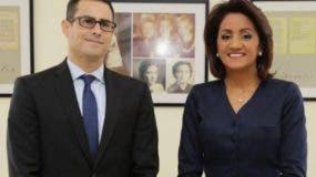 La primera dama  Cándida Montilla  posa con Baptista-Neto