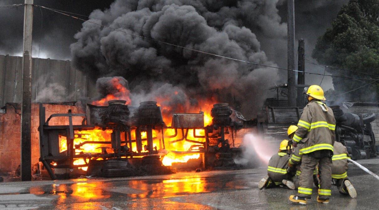 Resultado de imagen para Incendio provocado por camion cargado de combustible en haina